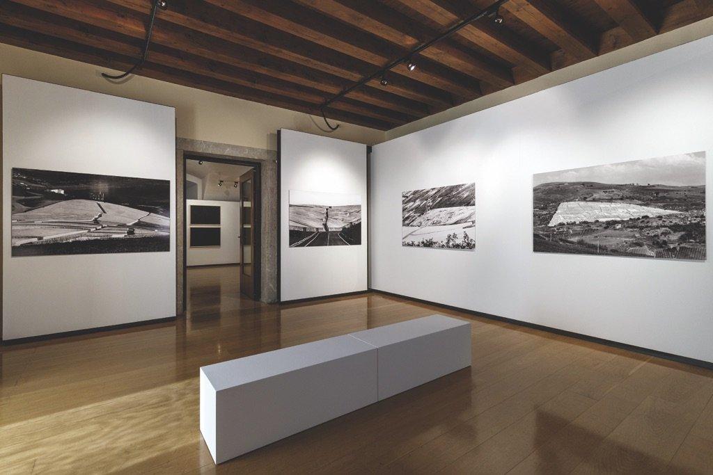 Veduta della sala di Amendola con la mostra di Alberto Burri al MAG di Riva del Garda